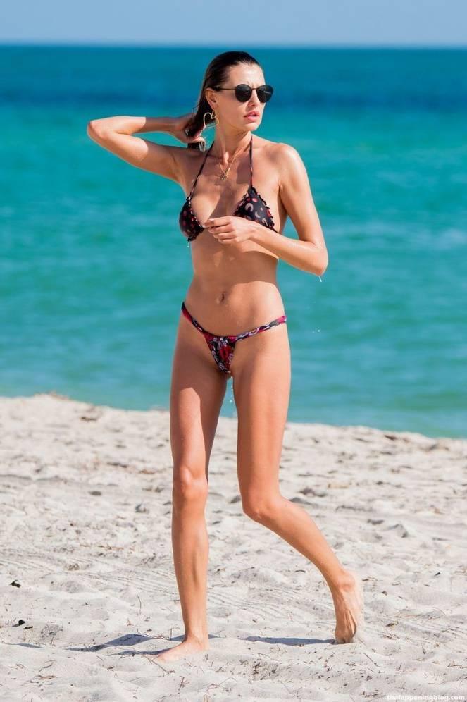 Alina Baikova Nude Sexy 16