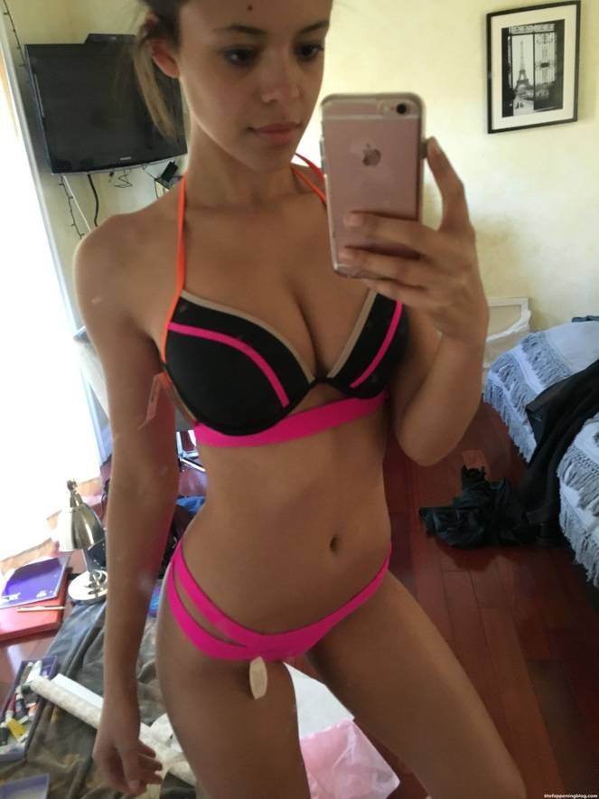 Aubrey Cleland Nude Sexy Leaked The Fappening 16