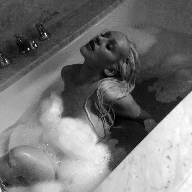 Christina Aguilera Naked Sexy Topless Leaks 8