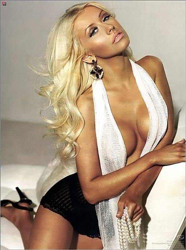 Christina Aguilera Naked Sexy Topless Leaks 32