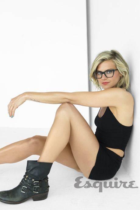 Eliza Coupe Nude Sexy 73