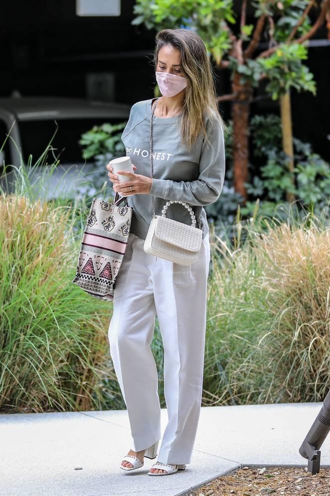 Jessica Alba Braless 40