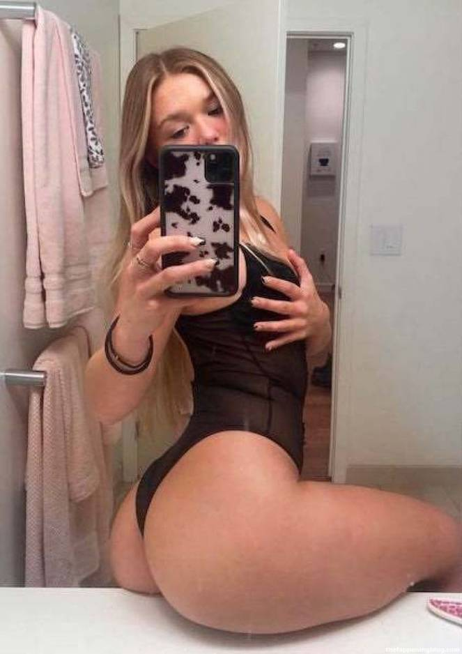 Katie Sigmond Nude Sexy 20