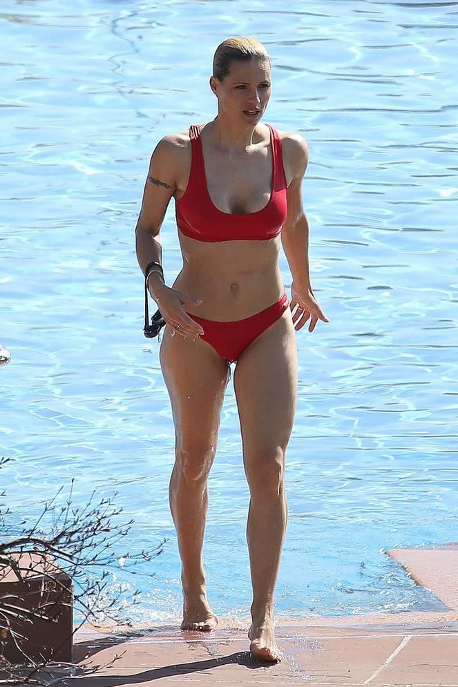 Michelle Hunziker Nude Sexy Topless 25