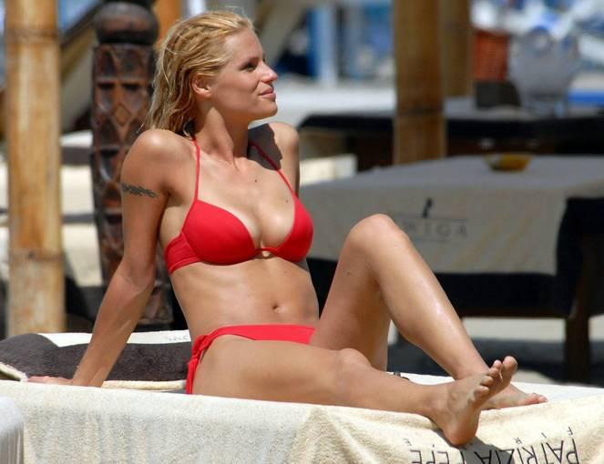 Michelle Hunziker Nude Sexy Topless 53