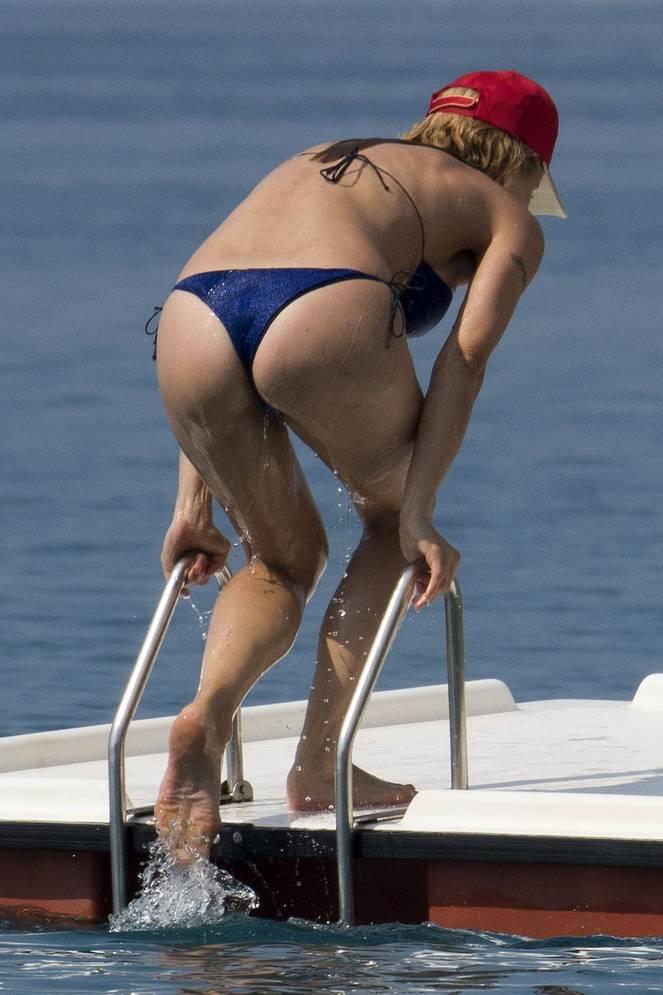 Michelle Hunziker Nude Sexy Topless 67