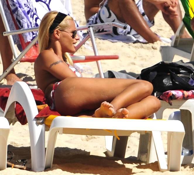 Michelle Hunziker Nude Sexy Topless 68