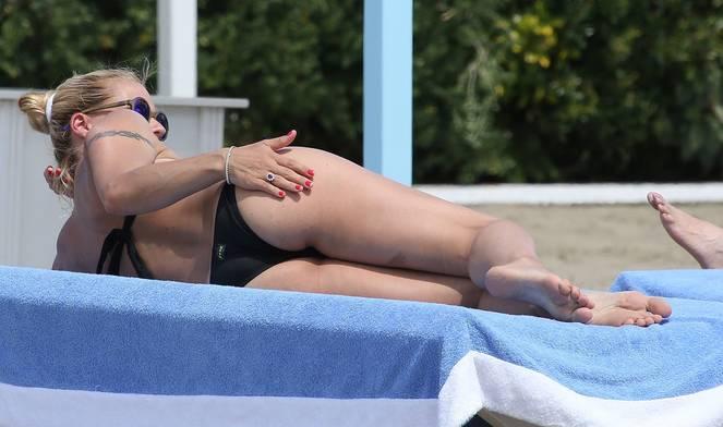 Michelle Hunziker Nude Sexy Topless 76