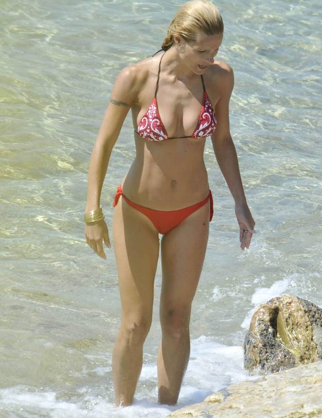 Michelle Hunziker Nude Sexy Topless 77