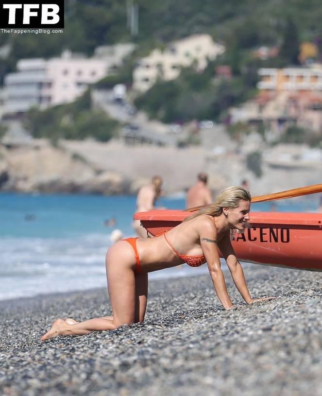Michelle Hunziker Nude Sexy Topless 80