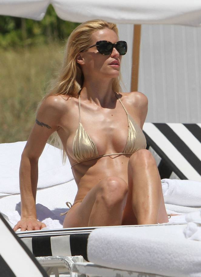 Michelle Hunziker Nude Sexy Topless 81