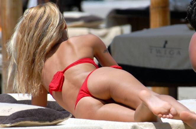 Michelle Hunziker Nude Sexy Topless 93