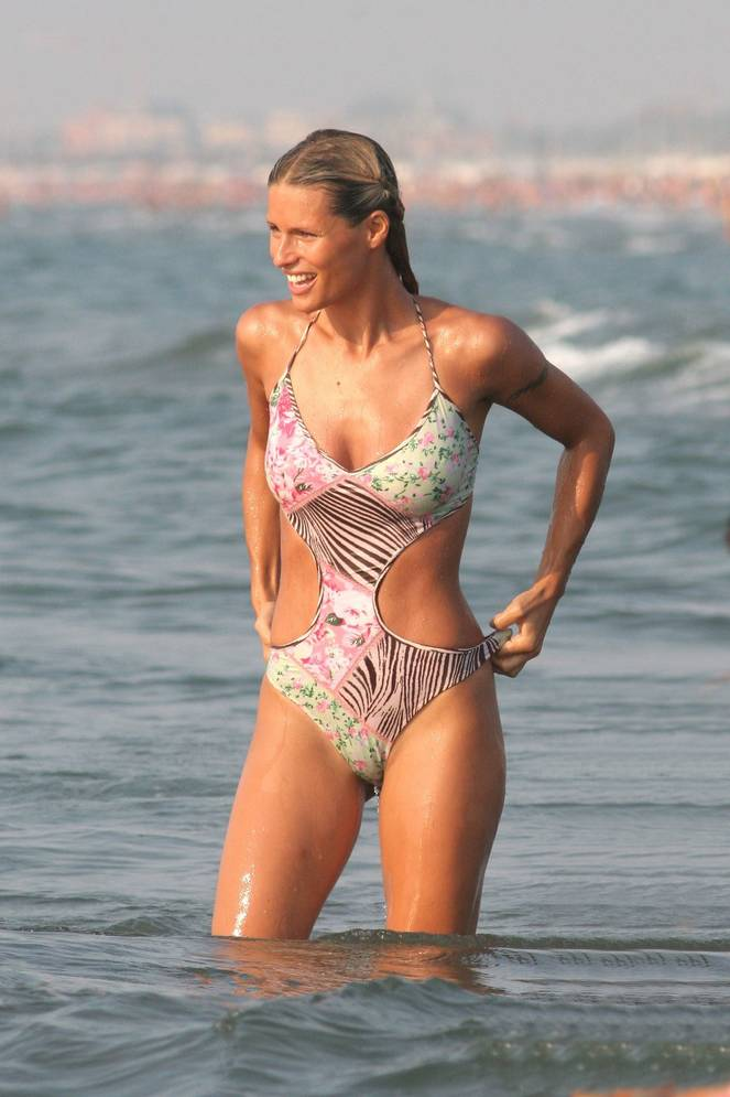 Michelle Hunziker Nude Sexy Topless 111