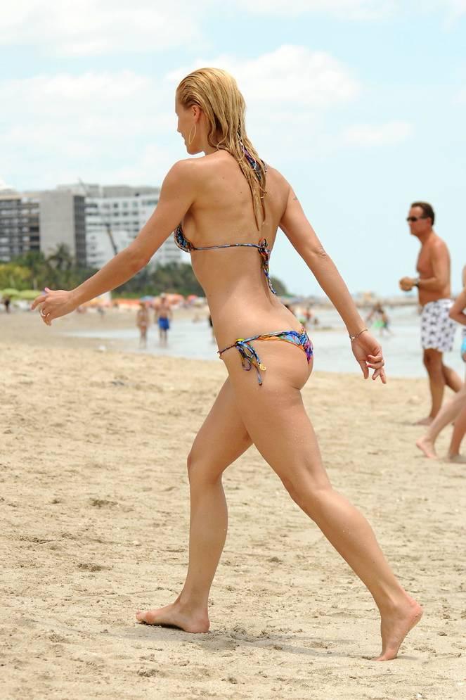 Michelle Hunziker Nude Sexy Topless 112