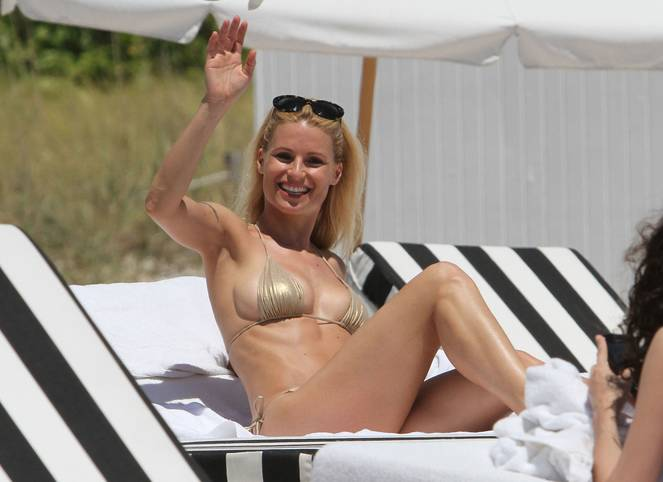 Michelle Hunziker Nude Sexy Topless 113