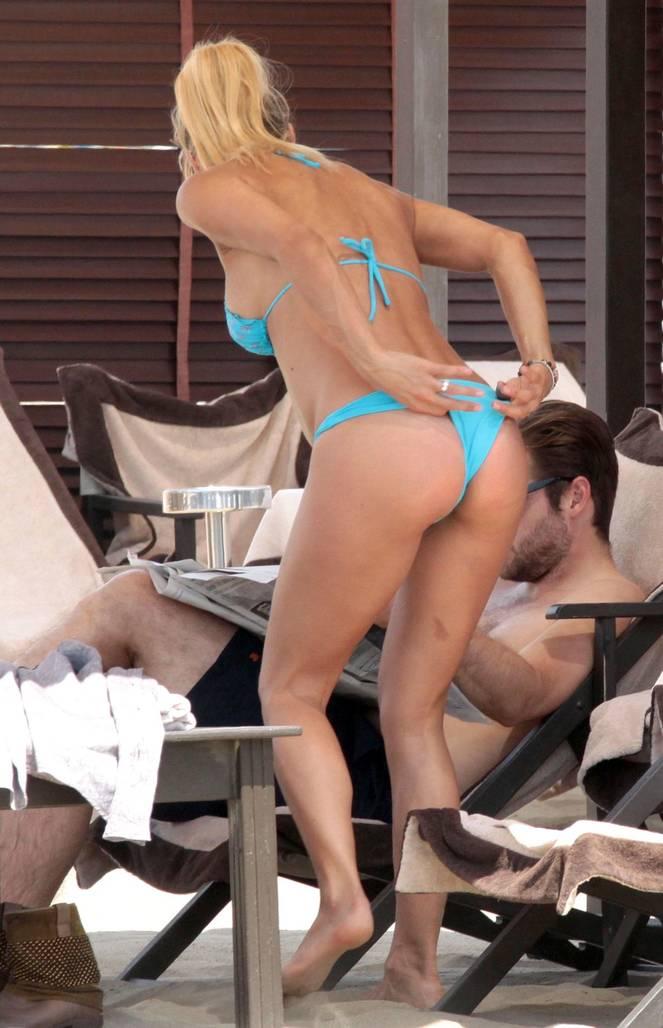 Michelle Hunziker Nude Sexy Topless 118