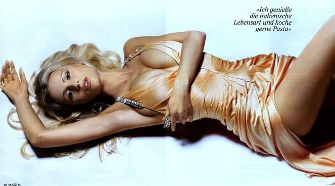 Michelle Hunziker Nude Sexy Topless 124