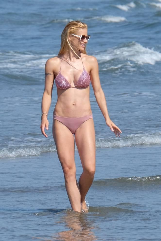 Michelle Hunziker Nude Sexy Topless 131