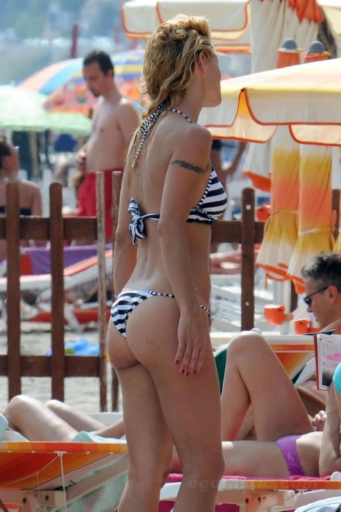 Michelle Hunziker Nude Sexy Topless 137