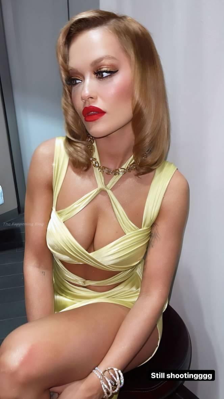 Tinashe Braless 3