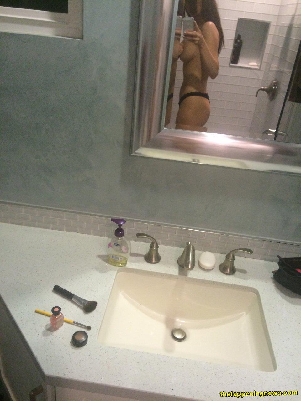 www nude housewife com